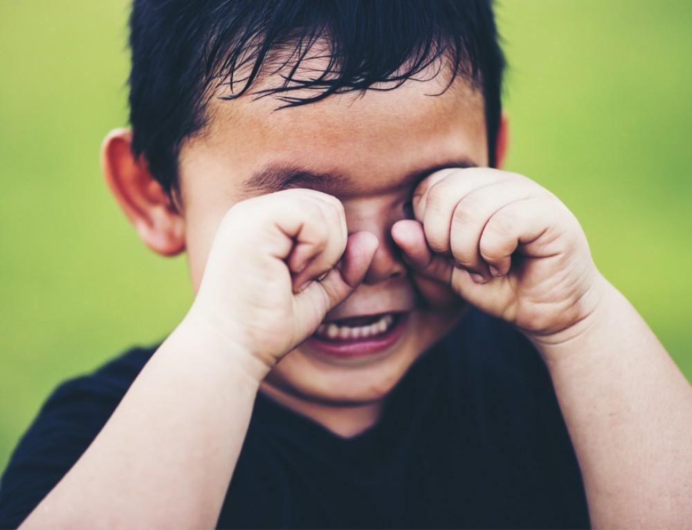 Você sonha com fotos espontâneas do seu filho, mas ele não gosta de tirar foto. Como fazer?